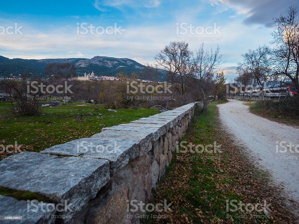 Camino al monasterio de El Escorial / Otoño stock photo