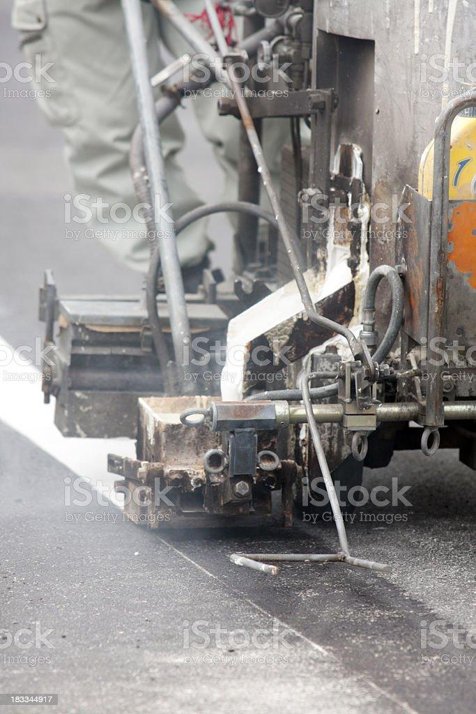 Road Arbeiter ist eine neue Linie auf asphalt Lizenzfreies stock-foto