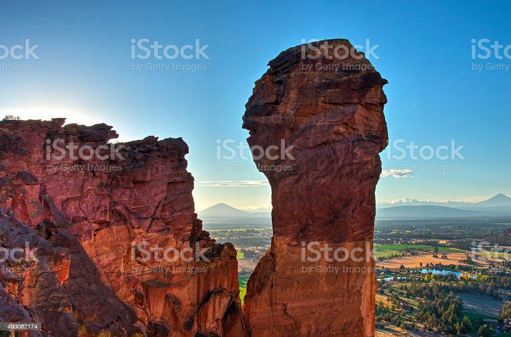 Рок колонке и горы обезьяна лицом — Национальный парк Смит-Рок Стоковые фото Стоковая фотография