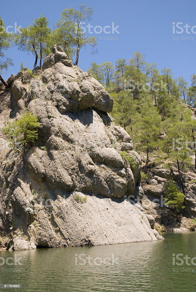 Rock em lake foto royalty-free