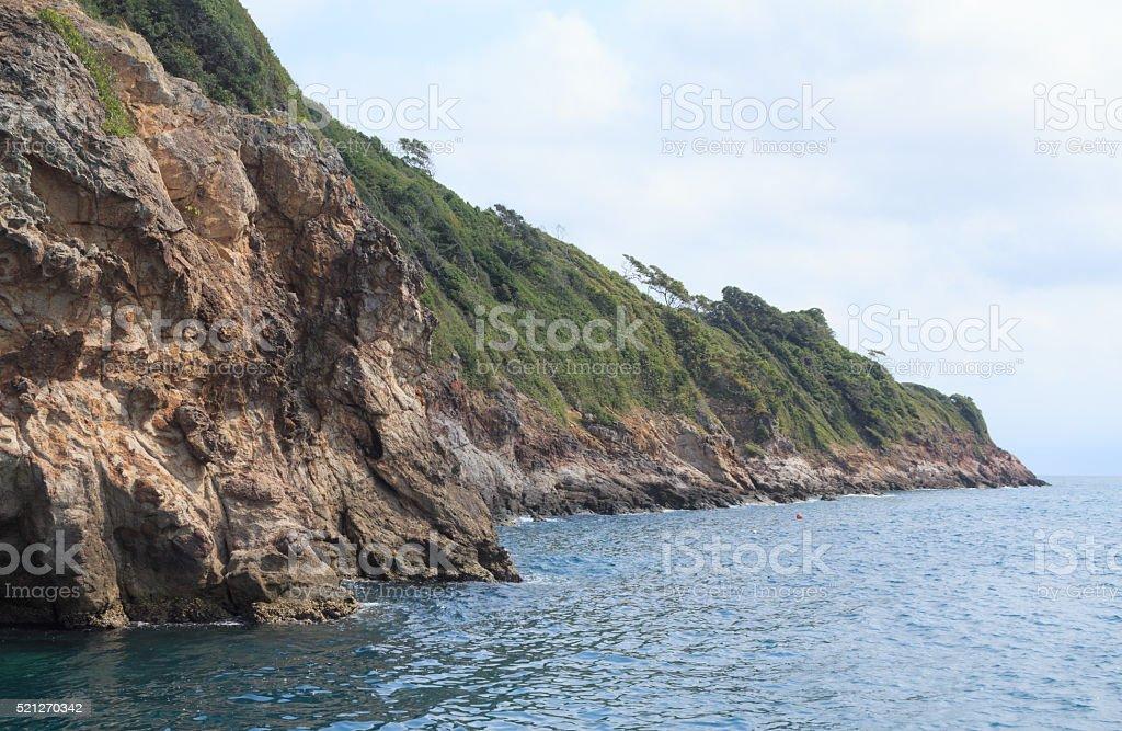Рок Айленд с голубой морской пейзаж с видом на Стоковые фото Стоковая фотография
