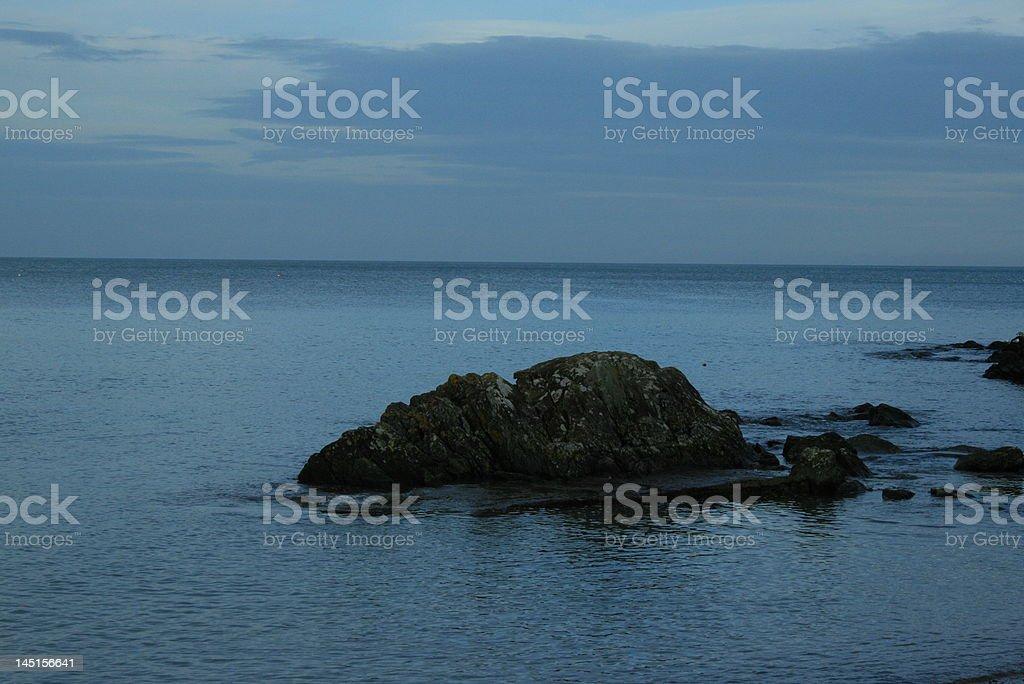 Rock am Wasser Lizenzfreies stock-foto