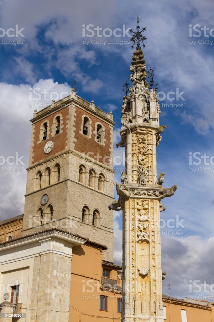 Rollo and Church of Villalon de Campos -   Villalon stock photo