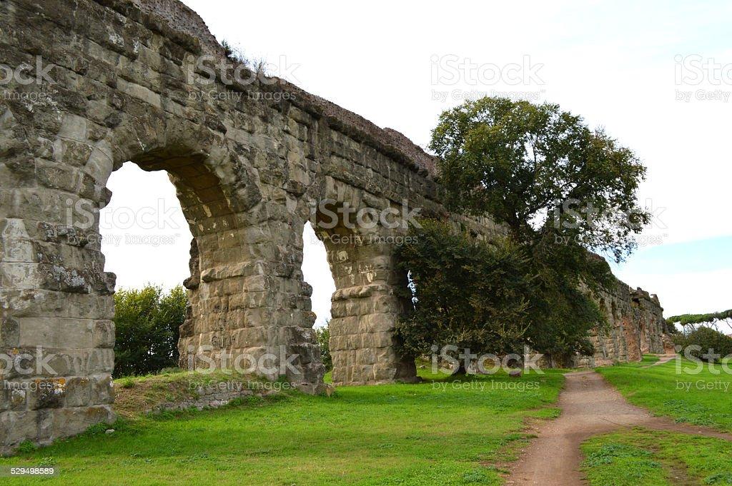 Roman acueducto en Roma foto de stock libre de derechos