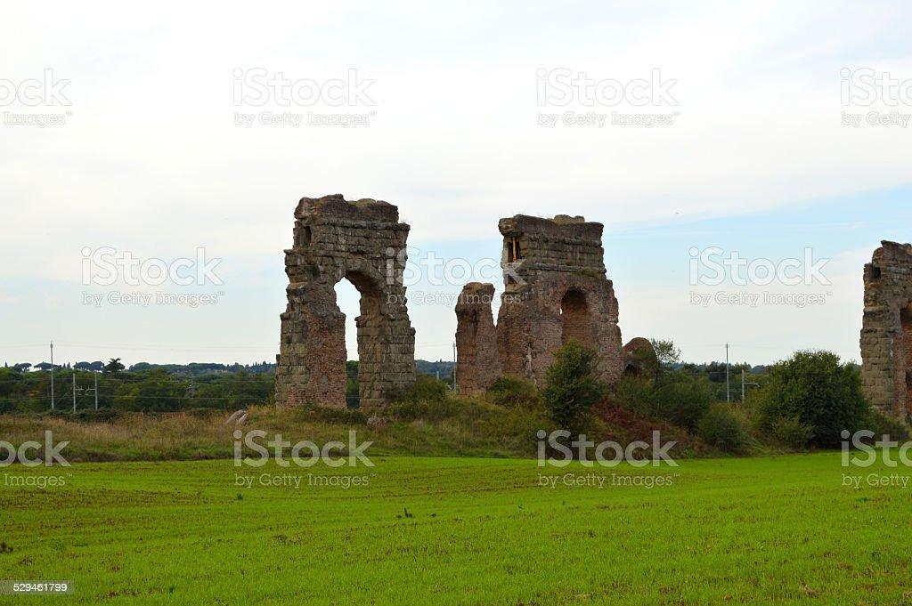 Acueducto ruinas romanas en Roma foto de stock libre de derechos