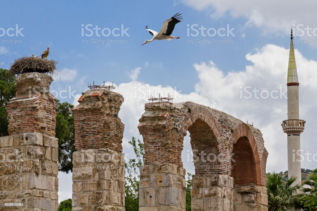 Roman aqueduct with storks and minaret, Selcuk, Turkey stock photo
