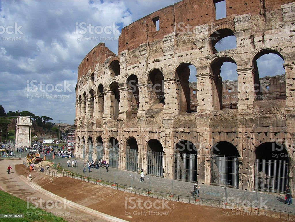 Roma - sistemazione esterna del Colosseo stock photo