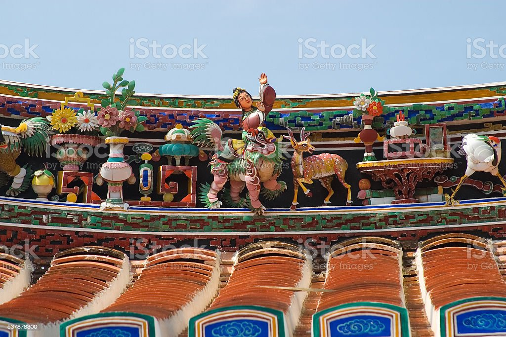 Roof sculptures of Cheng Hoon Teng Chinese Temple, Malacca City stock photo