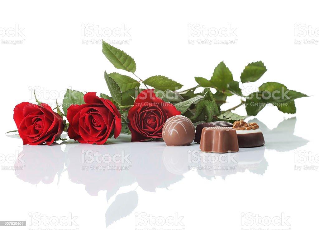 Rosas y chocolate foto de stock libre de derechos