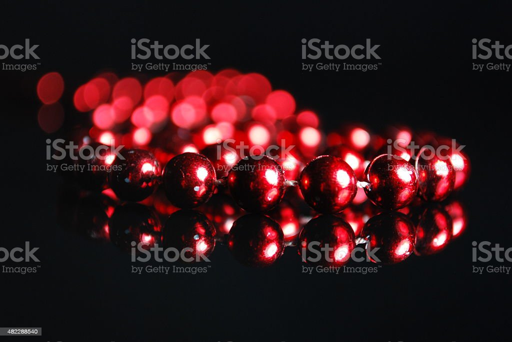 Rote Perlenkette stock photo