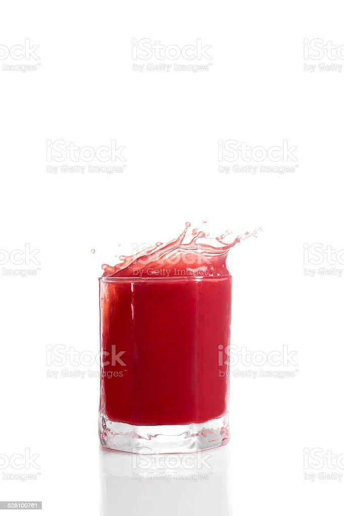 Roter beeren Frucht Saft Splash im Glas stock photo