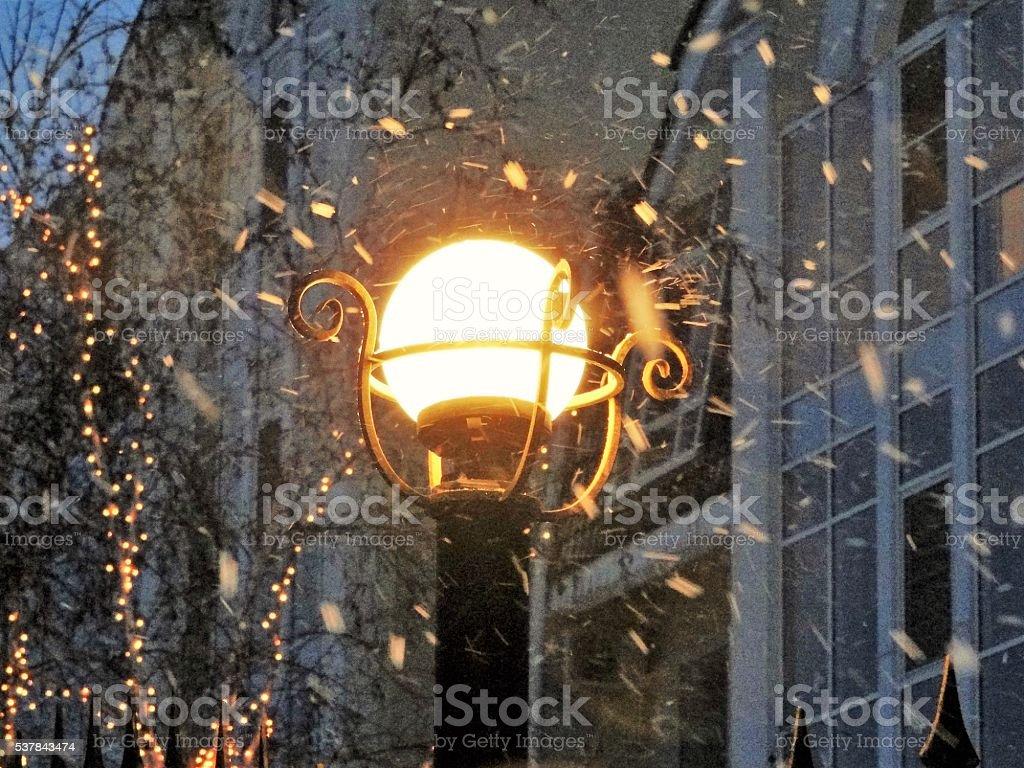 Tour lanterne recouvert de neige. photo libre de droits