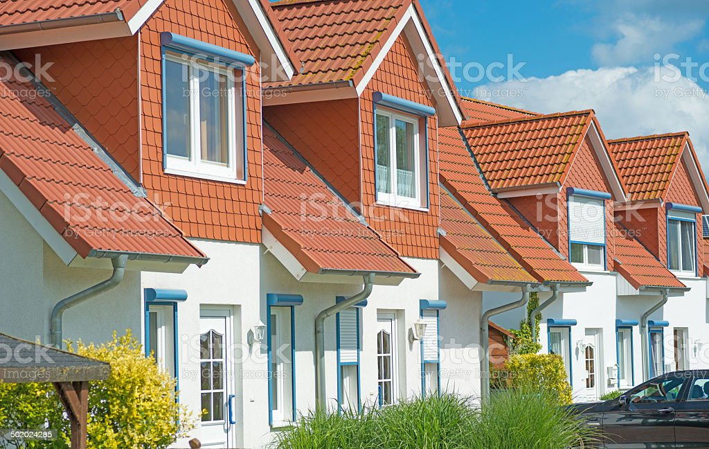 row house real estate homes with garden meadow - Einfamilienhäuser stock photo