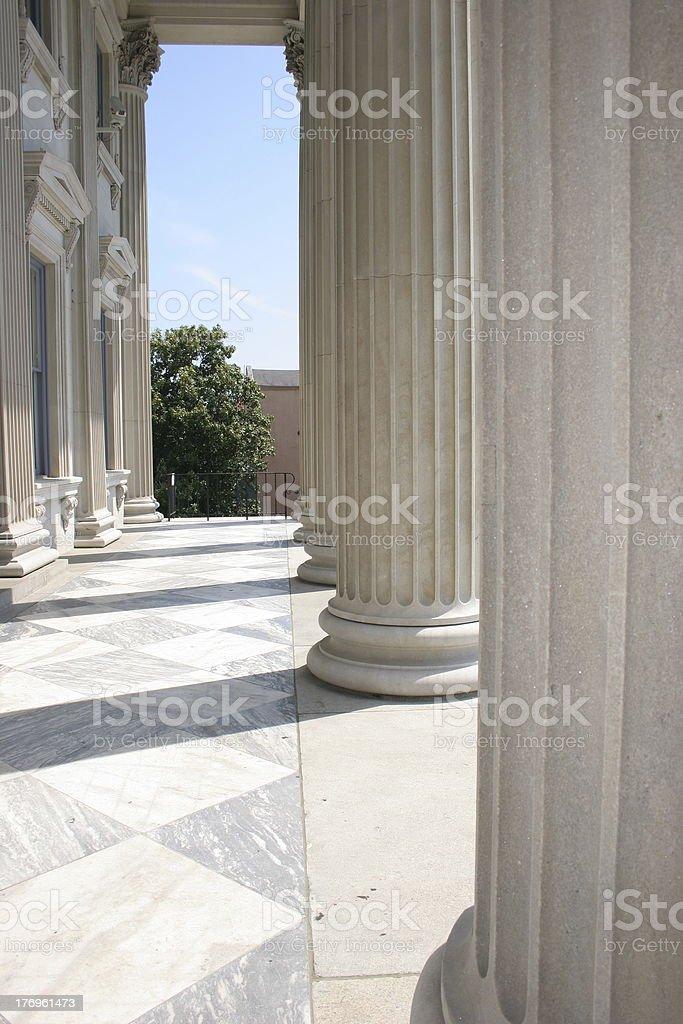 Fila de columnas foto de stock libre de derechos