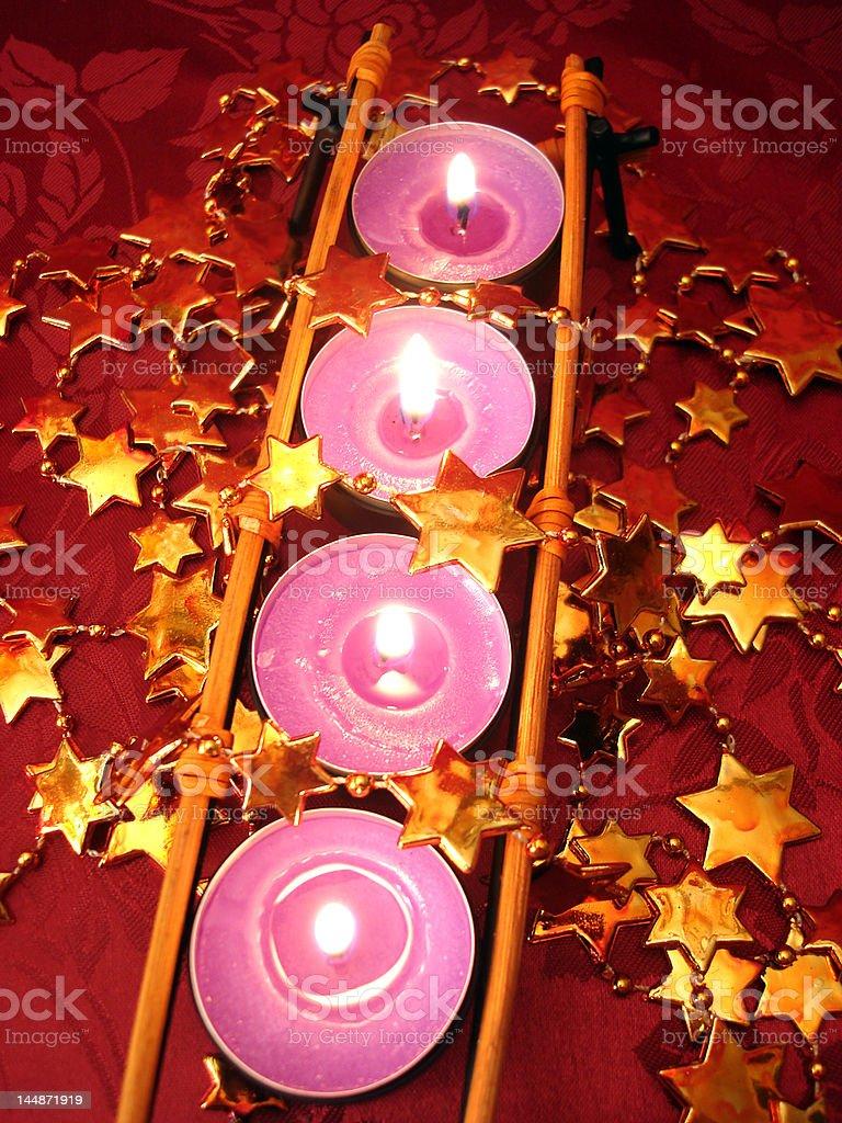 Linha de rosa velas com estrelas foto de stock royalty-free