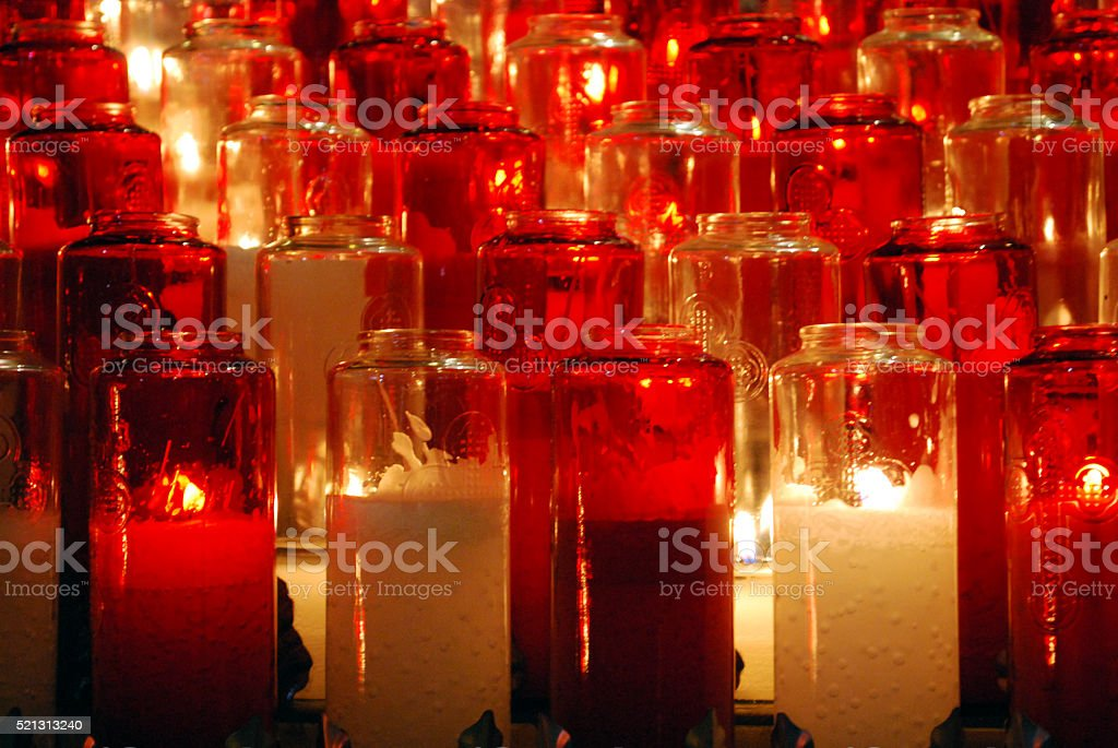 Fila di candele votive a Montreal stock photo