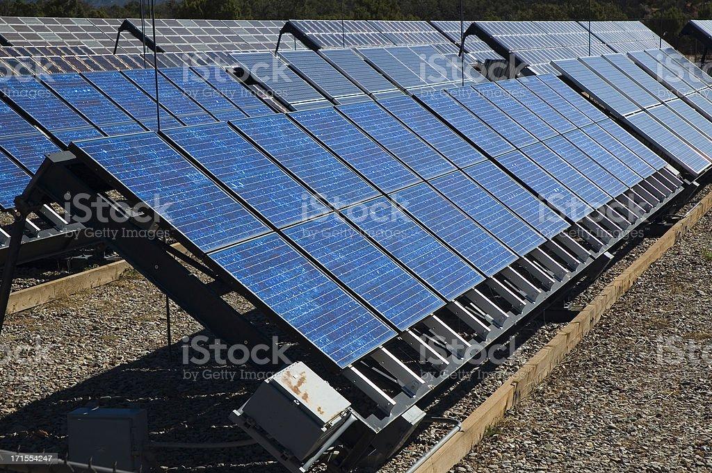 File di pannelli solari foto stock royalty-free