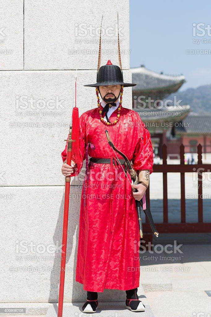 Royal guard in front of the Gyeongbokgung palace, Seoul stock photo