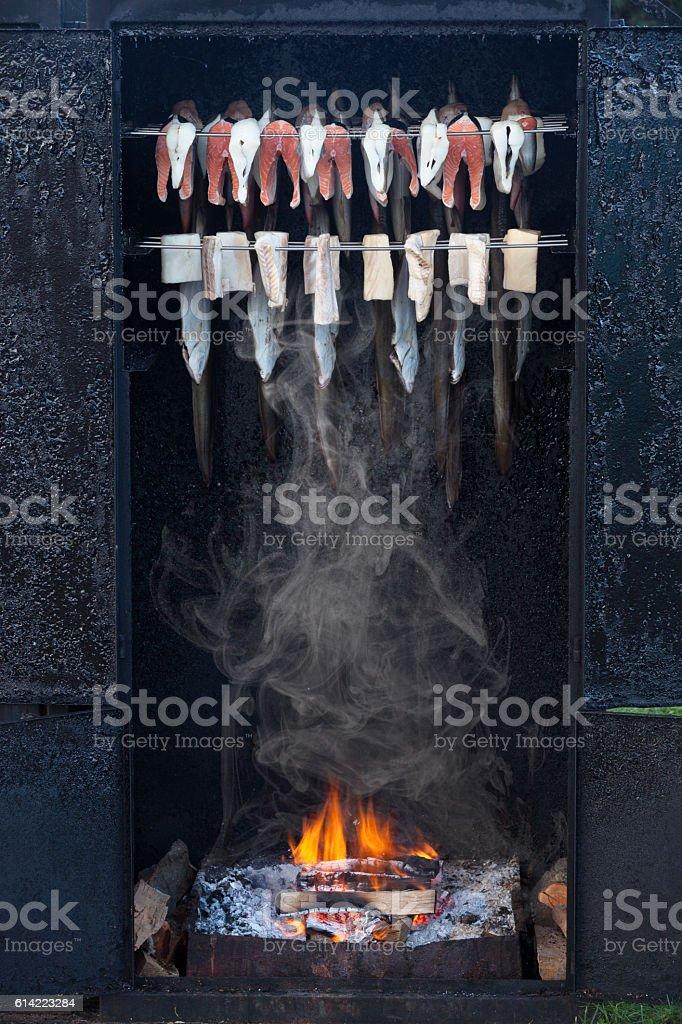 Räucherofen mit Räucherfisch stock photo