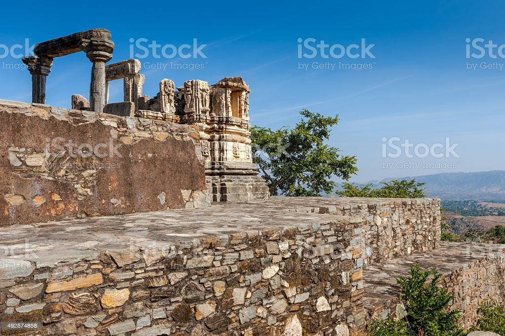 Ruined temple in the Kumbhalgarh fort complex, Rajasthan, India, Asia stock photo