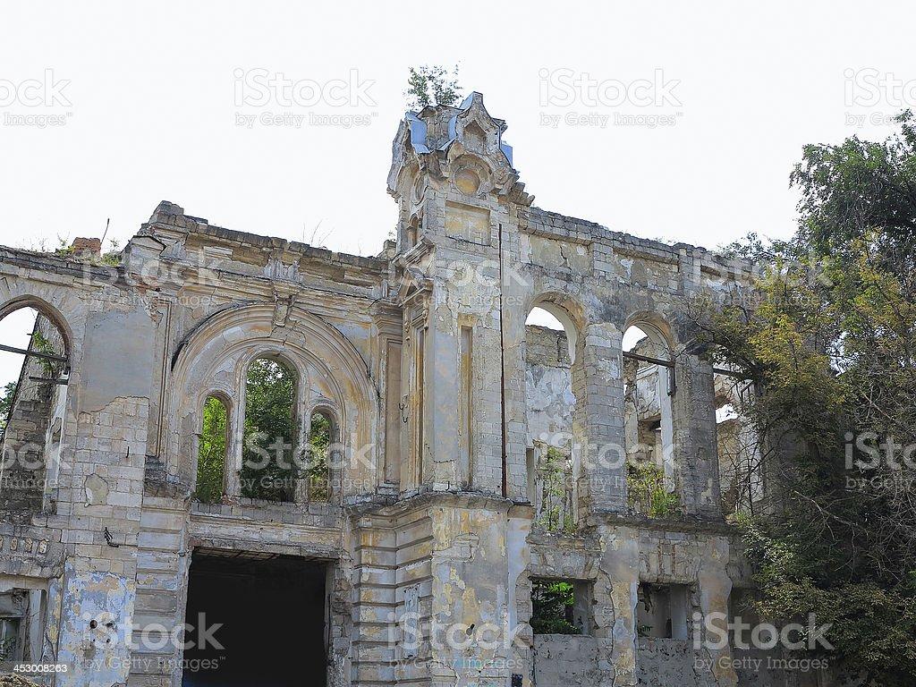 Ruínas do Castelo medieval paredes com vegetação foto de stock royalty-free