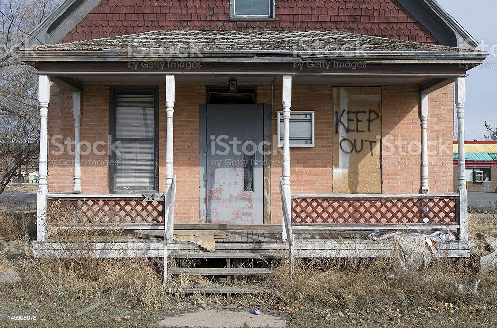 Délabré maison déserte photo libre de droits