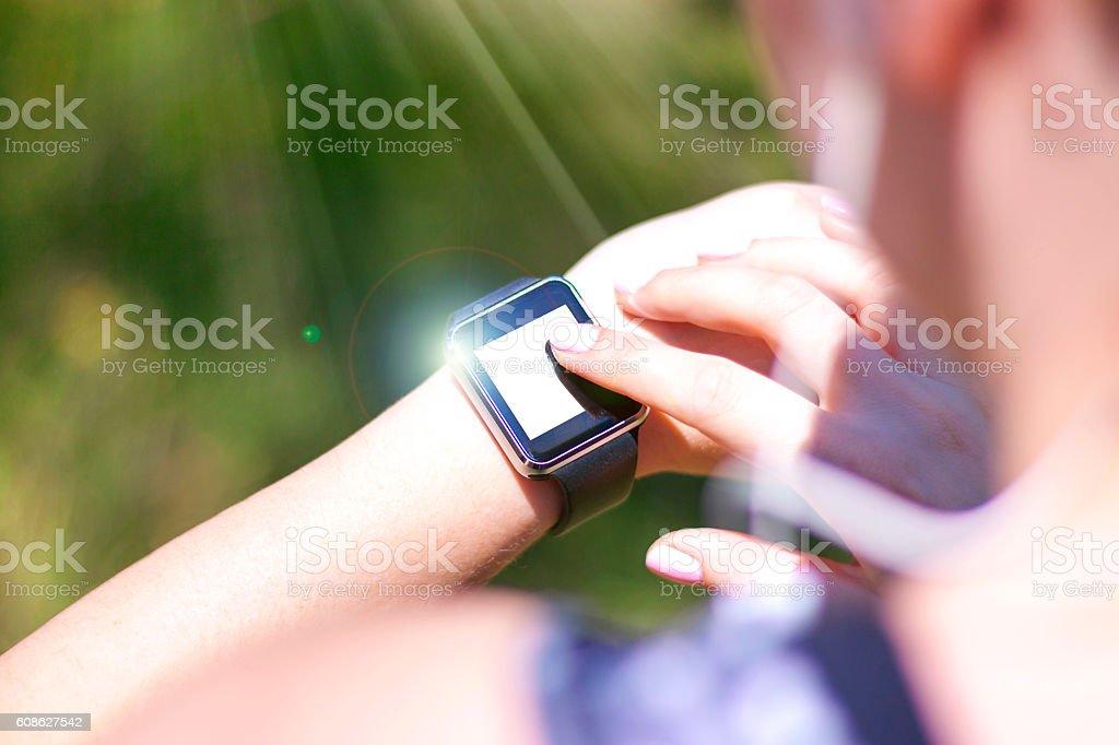 Biegacz w parku Przygotowanie do joggingu stock photo