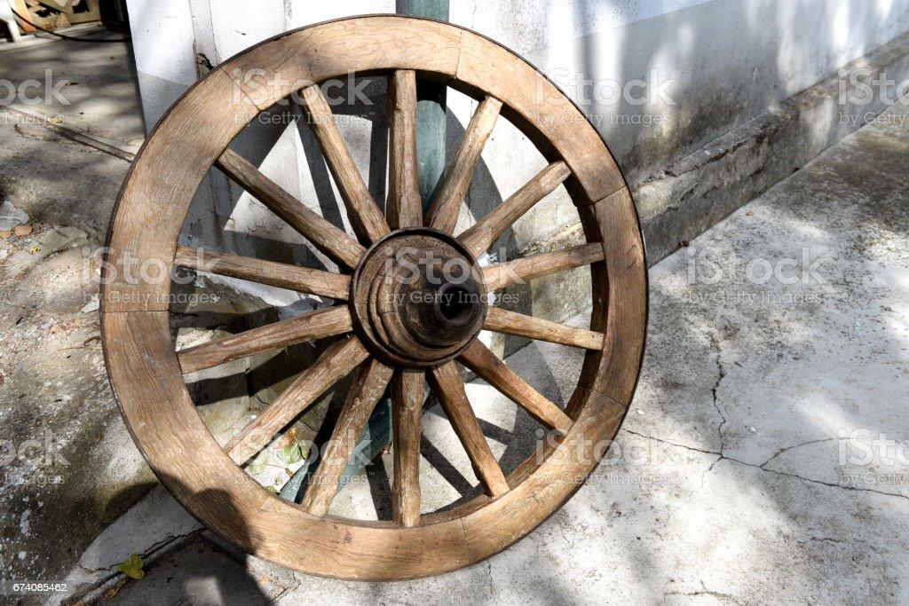 ruota di legno stock photo