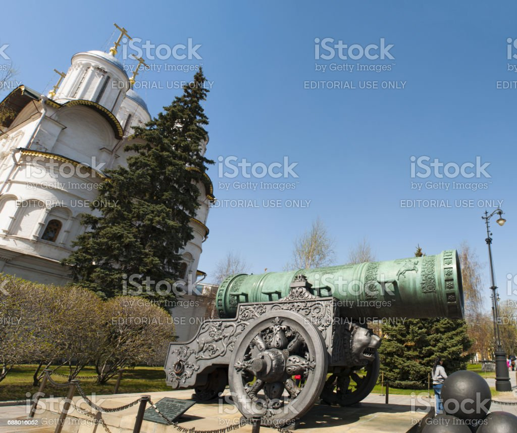 Russia: view of the Czar Cannon, a large medieval artillery piece cast in bronze in 1586 on display on the grounds of the Moscow Kremlin stock photo