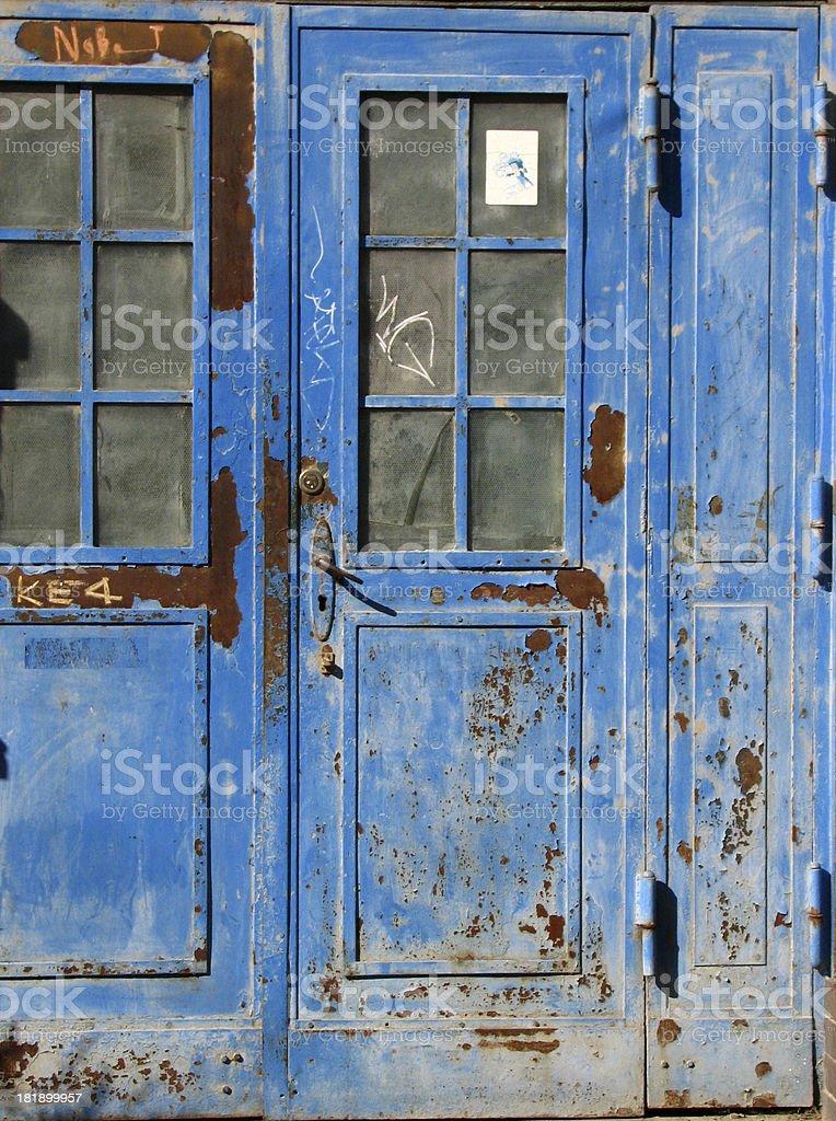 rostige blaue Tür in Berlin Lizenzfreies stock-foto