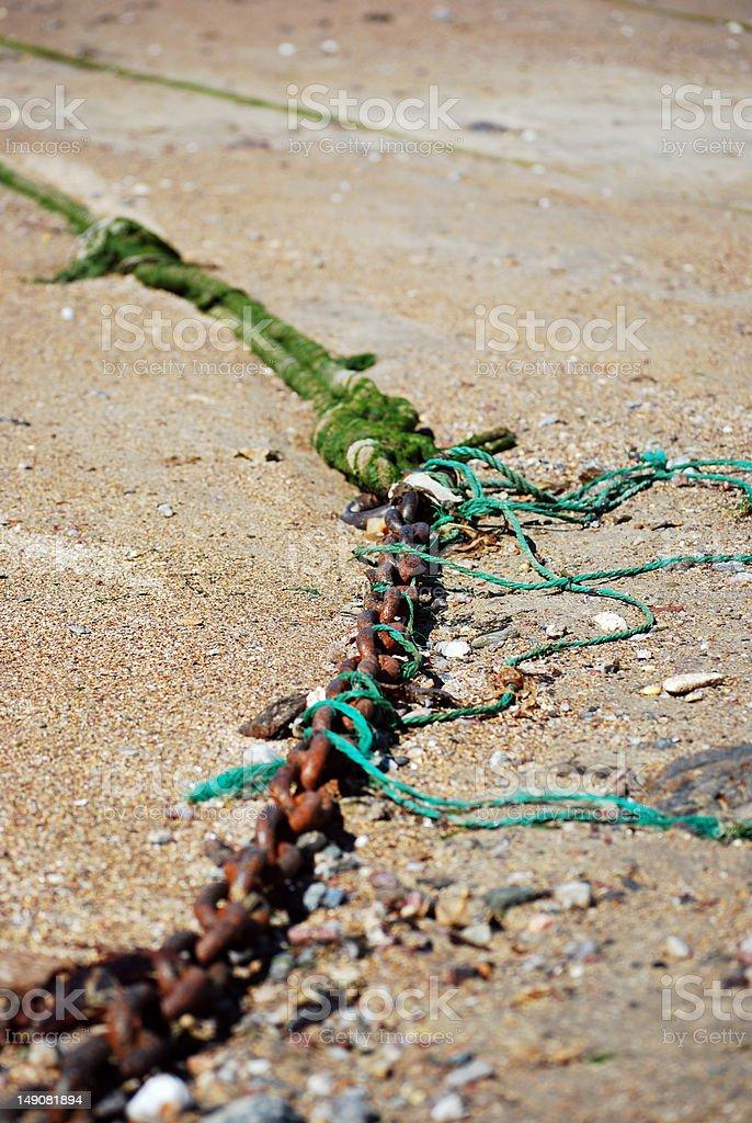 Rusty rede na praia foto royalty-free