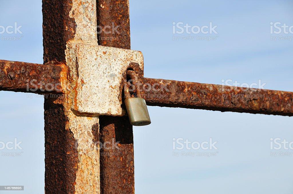Rusty Bloqueo de puerta and foto de stock libre de derechos