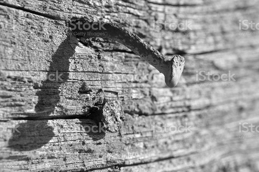 Zardzewiały gwóźdź w starej części, z drewna zbiór zdjęć royalty-free
