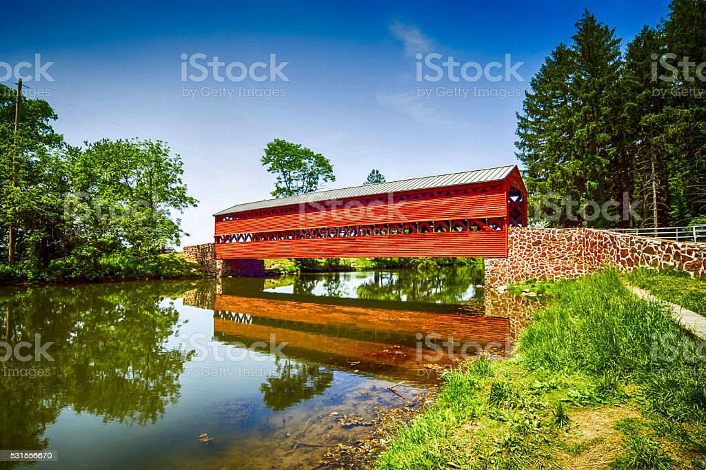 Sachs Covered Red Bridge at Marsh Creek in Pennsylvania stock photo