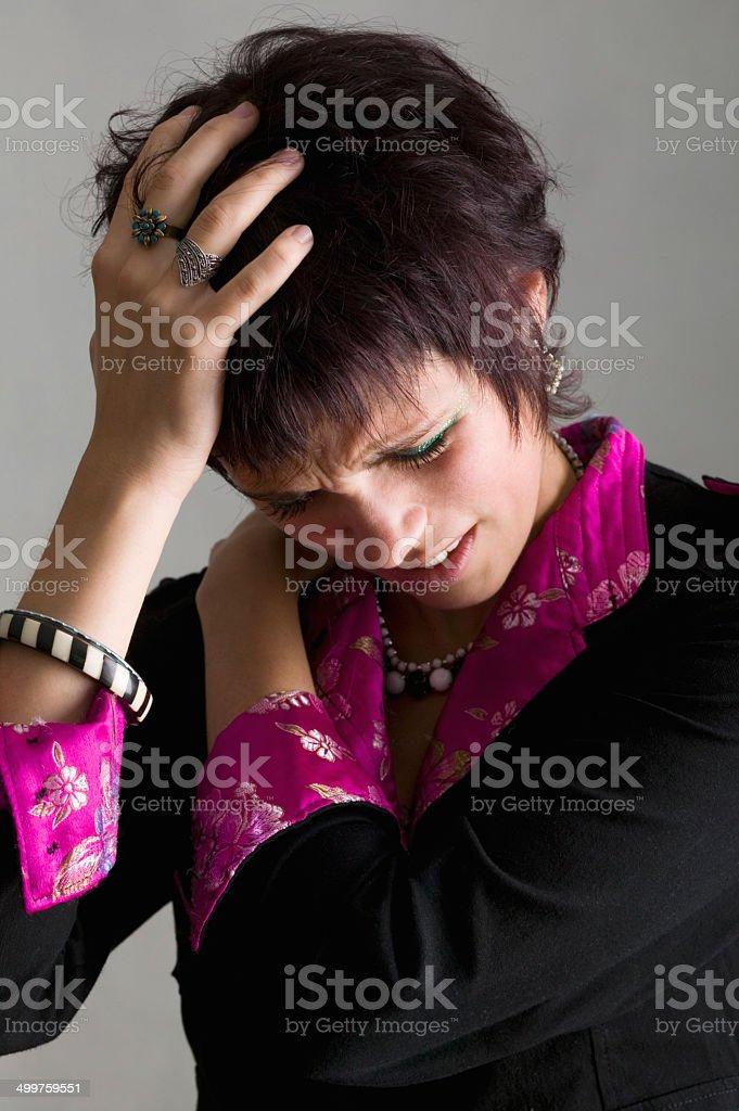 Triste jeune femme avec des maux de tête photo libre de droits