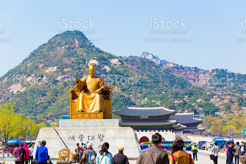 Sae Jong Dae Statue Gyeongbokgung Door Bugaksan H stock photo