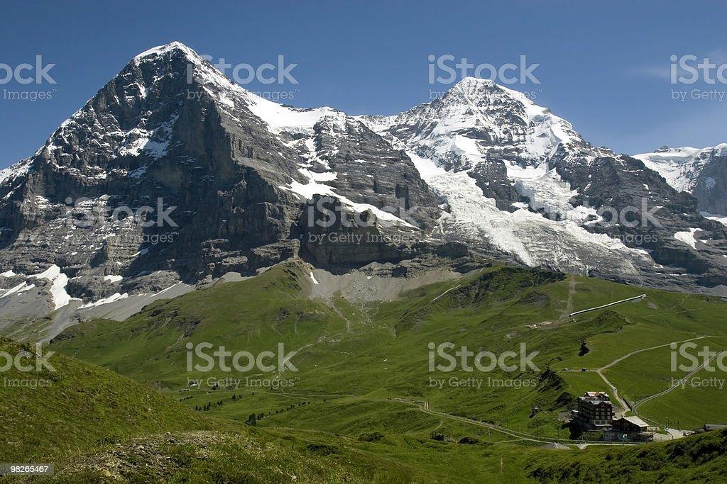 Saftige Wiesen am Fusse des Eigers und Mönchs royalty-free stock photo