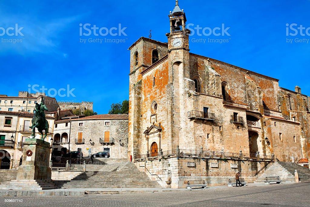 Saint Martin's church and statue of Fransisco Pisarro. Trujillo. stock photo