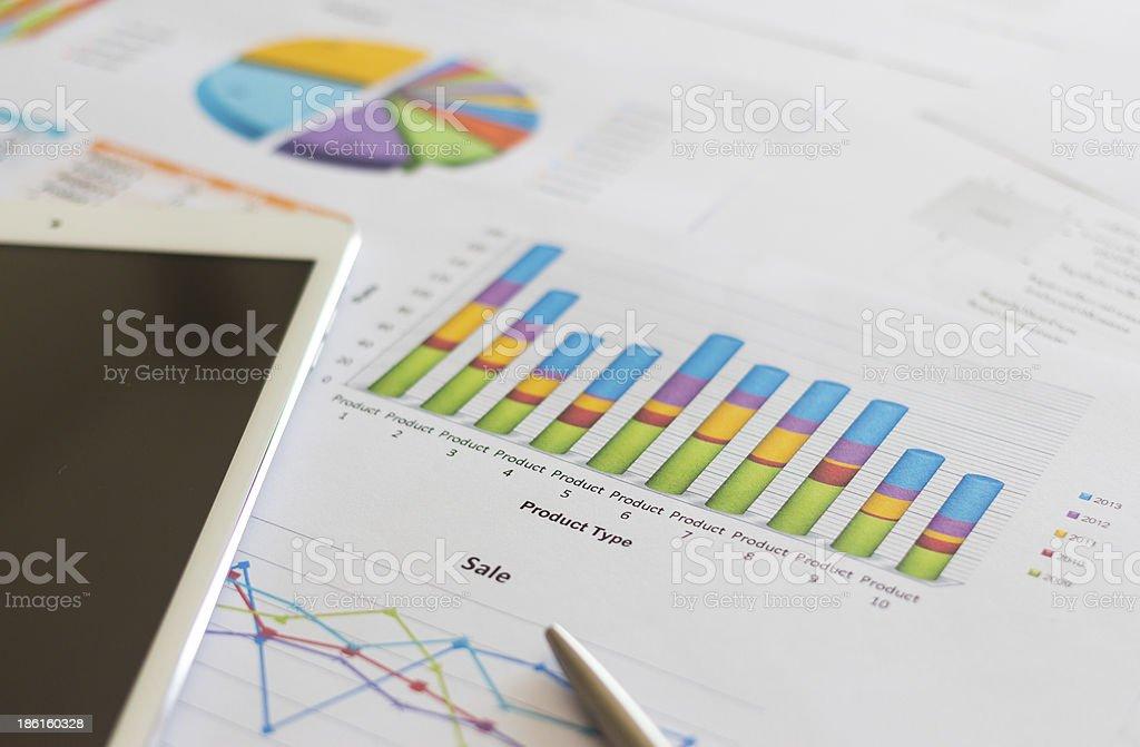 Распродажа доклад с Диаграмма документ Стоковые фото Стоковая фотография