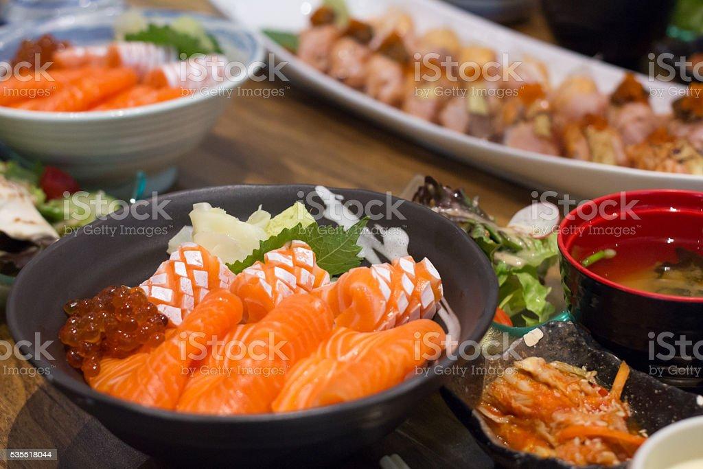 Salmon donburi with sushi slice Стоковые фото Стоковая фотография
