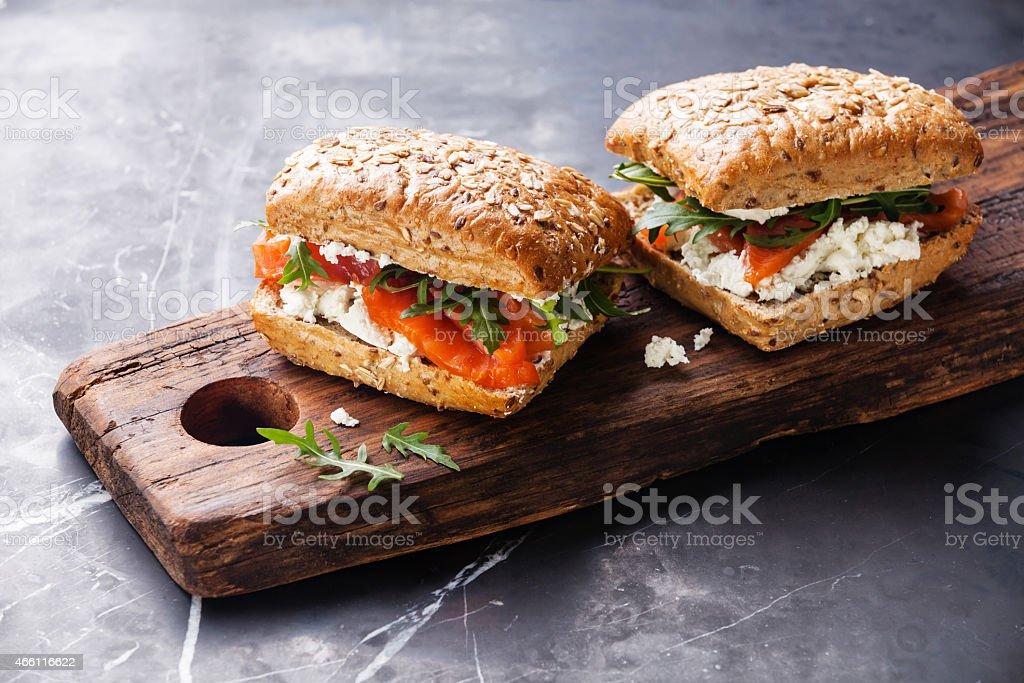 Sandwich mit Lachs – Foto