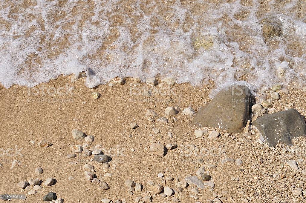 Piaszczystej plaży z otoczaki i Fala zbiór zdjęć royalty-free