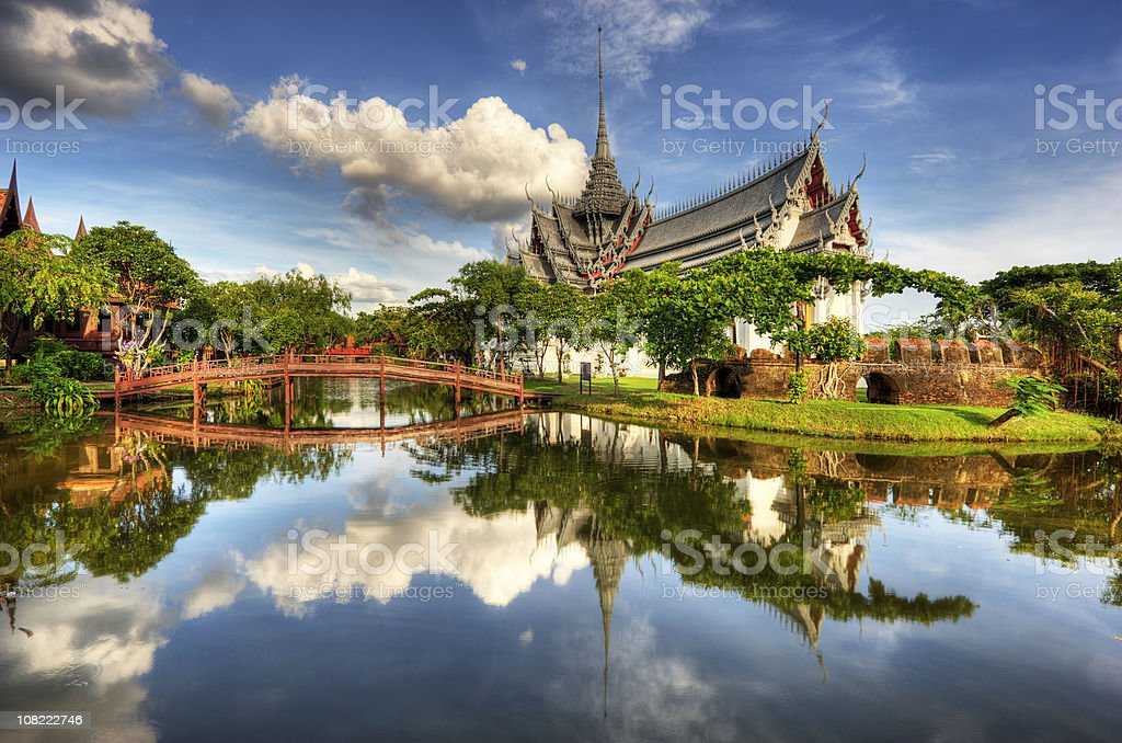 Sanphet Prasat Palace with a lake and bridge in front stock photo