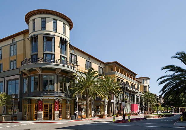 Complete list of shops, stores, malls, boutiques, and shopping centers in San Jose, California.