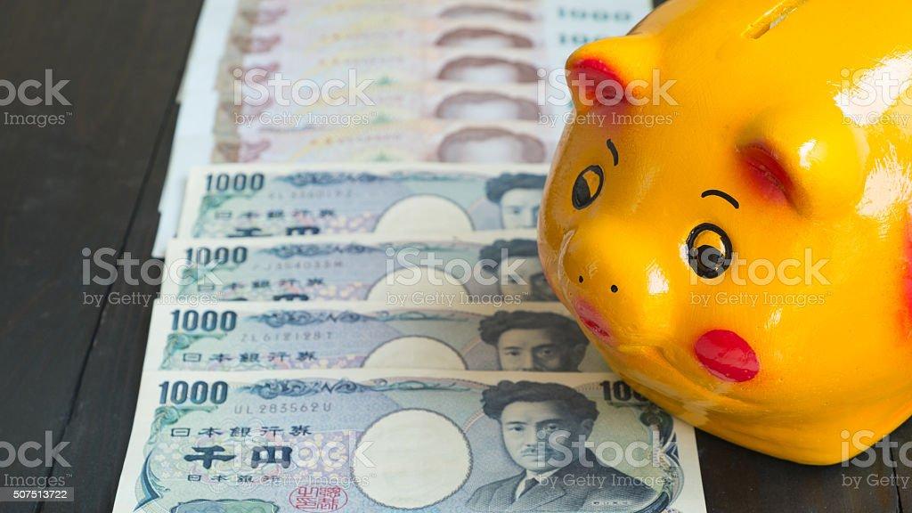 Geld sparen Sparschwein. Sparschwein, Gelb-Schwein Sparschweins., Sparschwein mit Geld sparen Lizenzfreies stock-foto