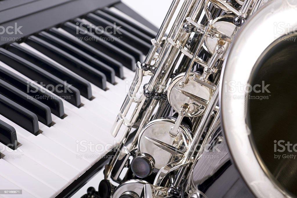Саксофон и клавиши фортепиано Стоковые фото Стоковая фотография