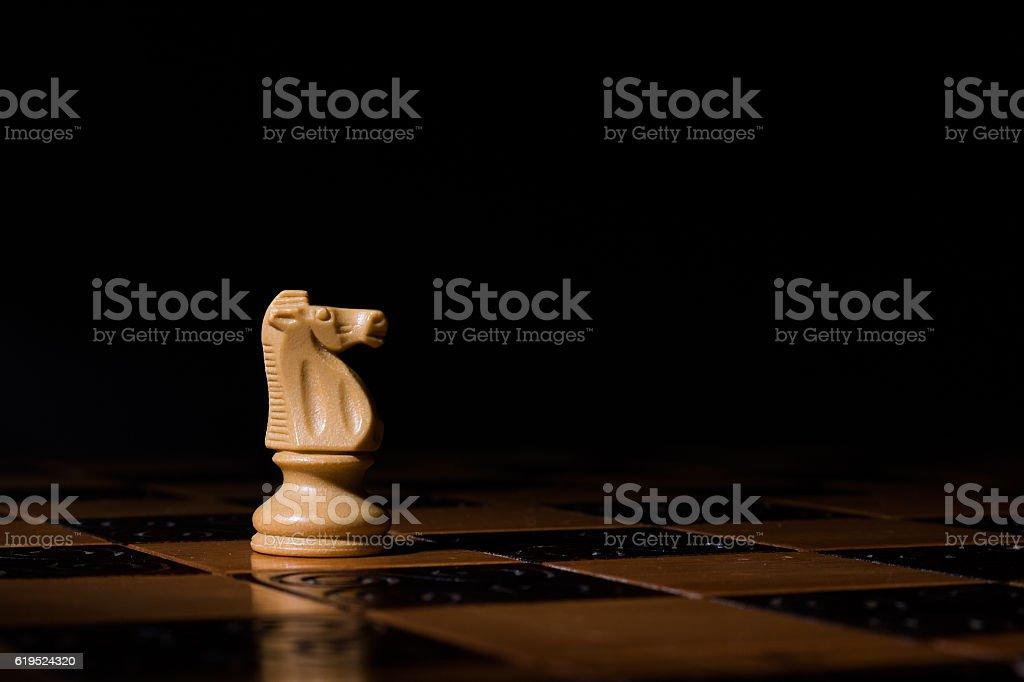 Scacchi fotografati su una scacchiera stock photo