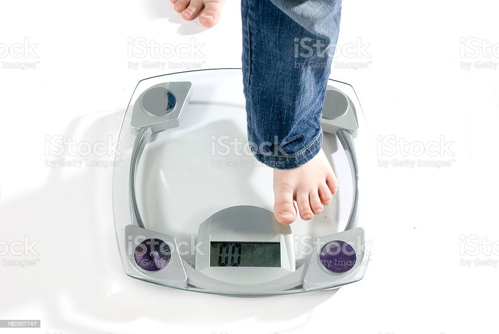 scale with small feet, pieds d'enfant et balance royalty-free stock photo