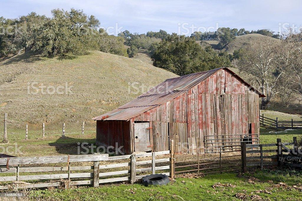 Pintoresca Barn y pasto foto de stock libre de derechos