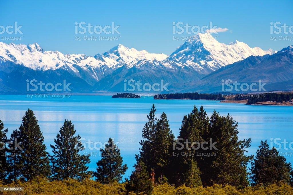 Scenic view of Lake Pukaki and Mt Cook, New Zealand stock photo